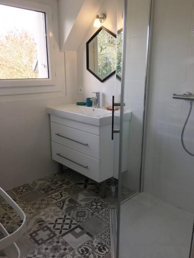 Location de vacances - Appartement à Bénodet - Salle de douche appartement 6 personnes avec terrasse privée Le Hook