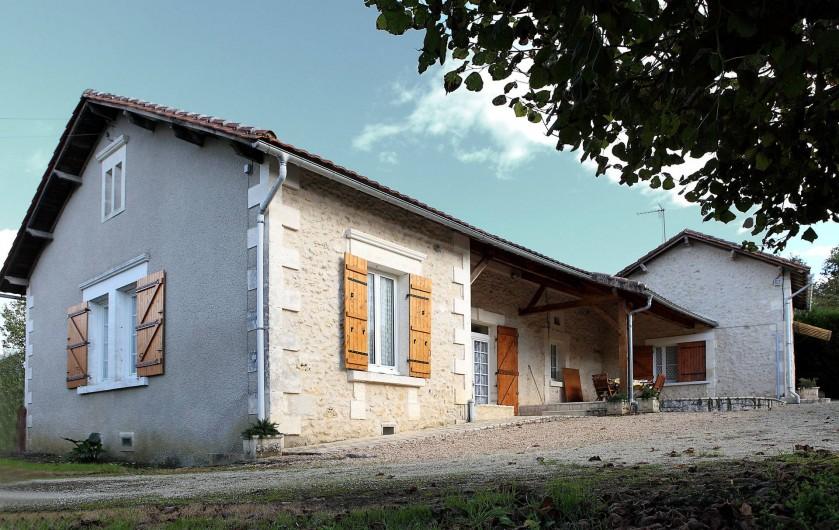 Location de vacances - Gîte à Bussac - vue extérieure coté arrivée