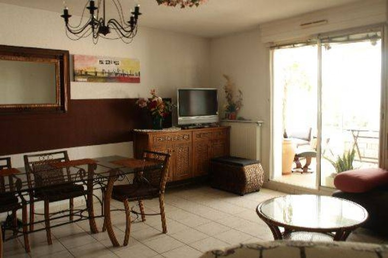 Location de vacances - Appartement à Sète - la 2 eme vue de la salle à manger