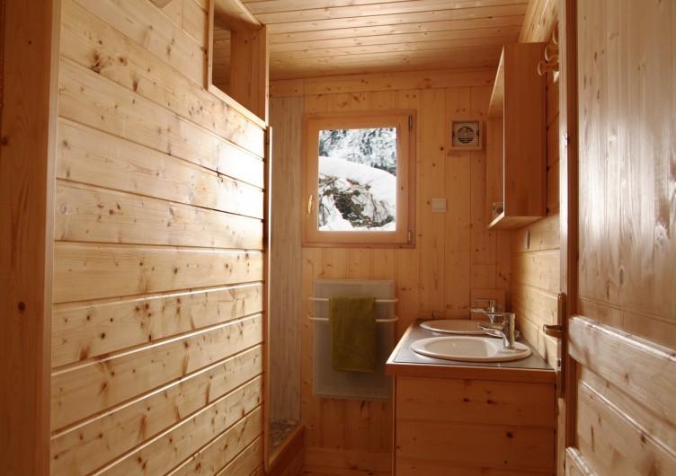Location de vacances - Chalet à Le Haut-Bréda - Salle de douche du bas