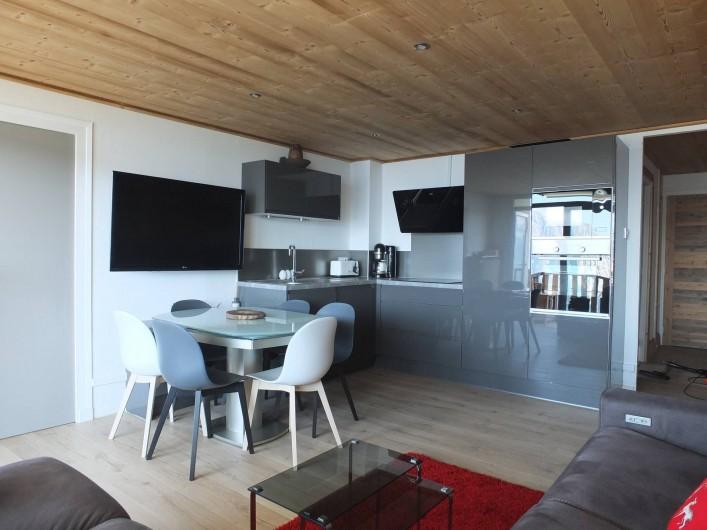 Location de vacances - Appartement à L'Alpe d'Huez - CUISINE ET SALLE A  MANGER