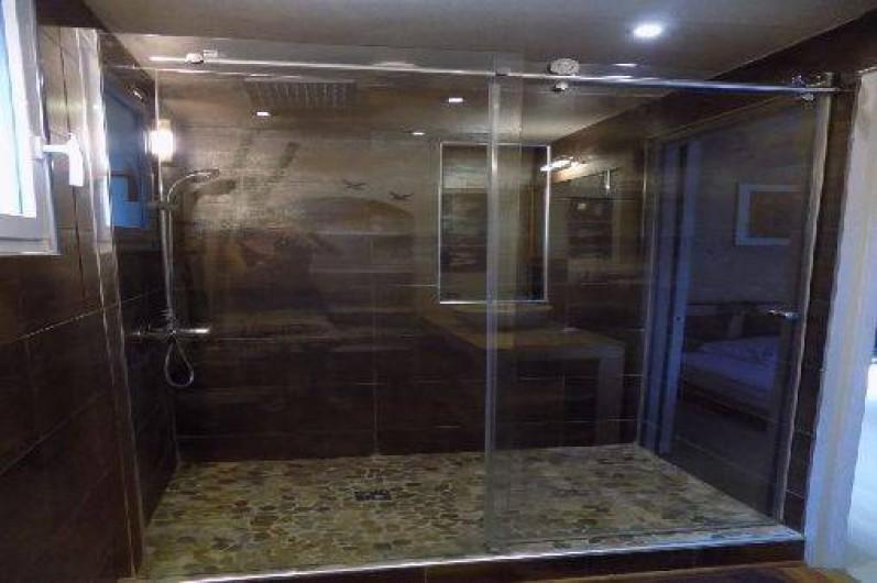 Location de vacances - Villa à Pérols - salle de bain rez de chaussée