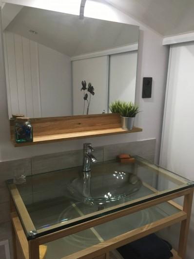 Location de vacances - Villa à Pérols - salle de bain 1er étage