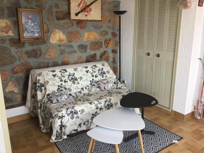 Location de vacances - Villa à Anthéor - Coin salon du studio.