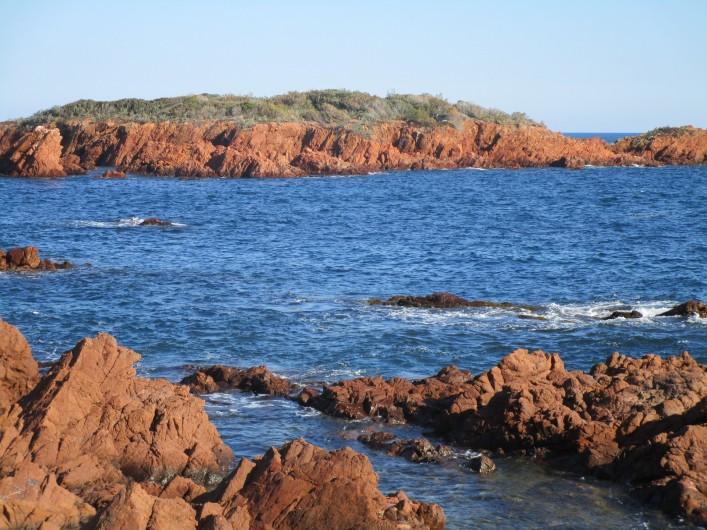 Location de vacances - Villa à Anthéor - Accès mer face à la villa