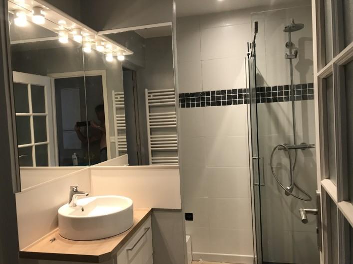 Location de vacances - Villa à Le Touquet-Paris-Plage - salle de douche et wc rez- de- chaussée