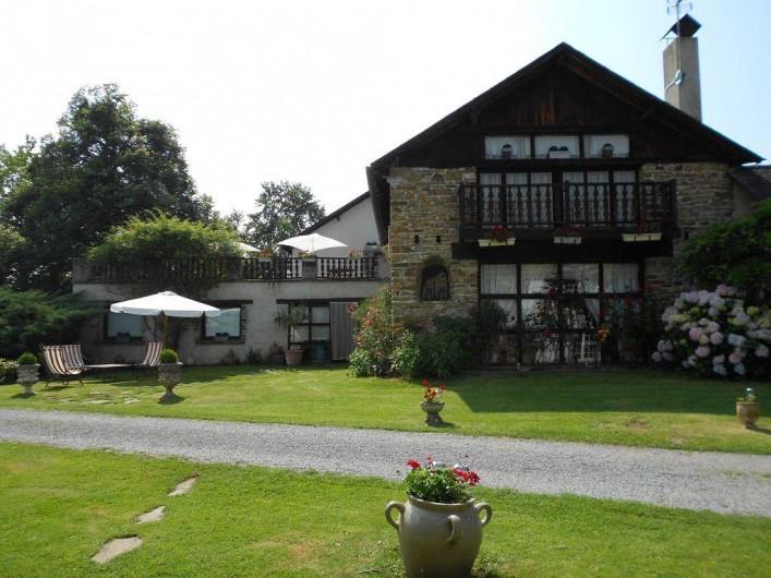 Location de vacances - Gîte à Haut-de-Bosdarros - face du gîte