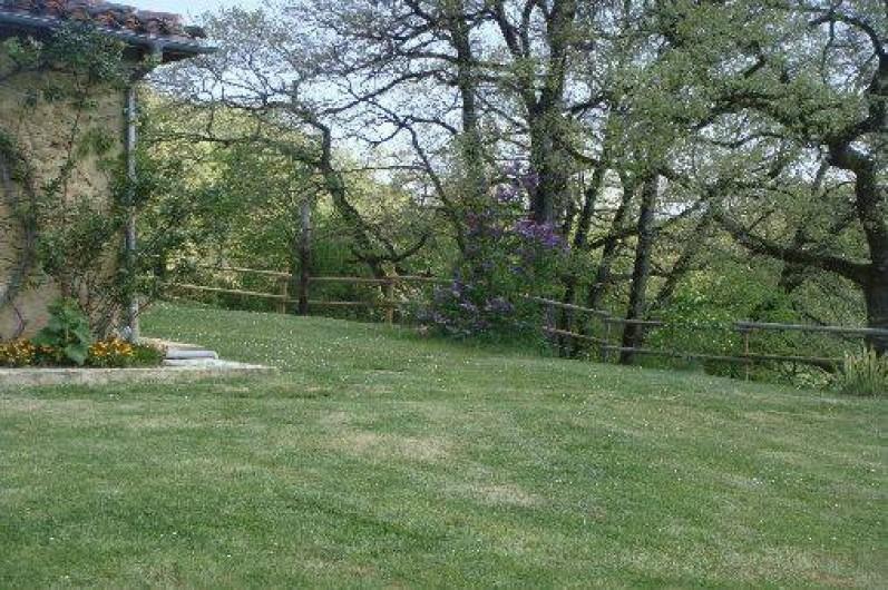 Location de vacances - Maison - Villa à Ornézan - vue depuis le jardin vers les bois