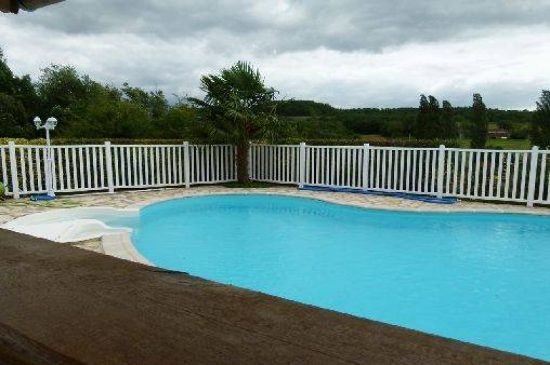 Location de vacances - Maison - Villa à Ornézan - vue vers les pyrénnées depuis la piscine