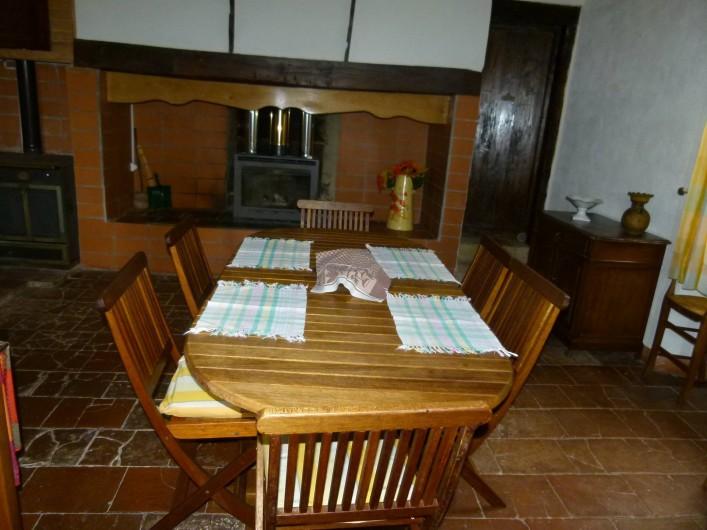 Location de vacances - Maison - Villa à Ornézan - Vue cuisine vers la chambre rose