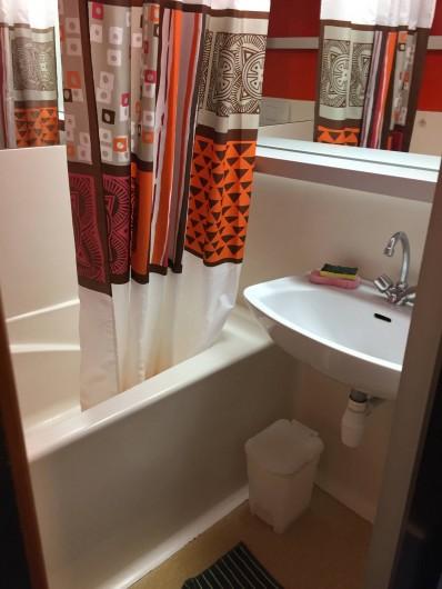 Location de vacances - Appartement à Bourg-Saint-Maurice - Salle de bain WC