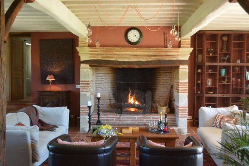 Location de vacances - Maison - Villa à Marzens - le salon convivial autour de la cheminée