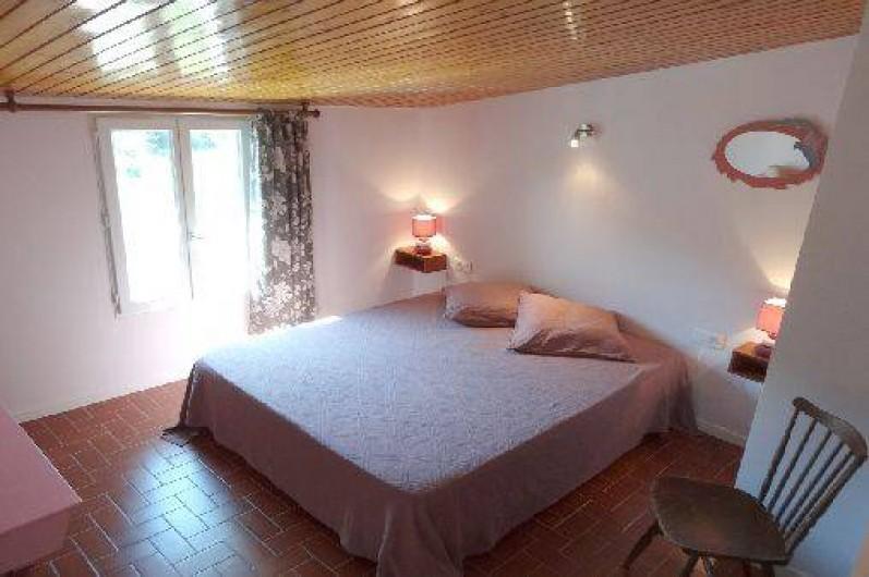 Location de vacances - Gîte à Saint-Paul-le-Jeune - Gite La Source chambre grand lit