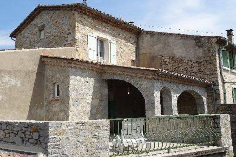 Location de vacances - Gîte à Saint-Paul-le-Jeune - Gite La Fontaine les 2 terrasses exterieure et couverte