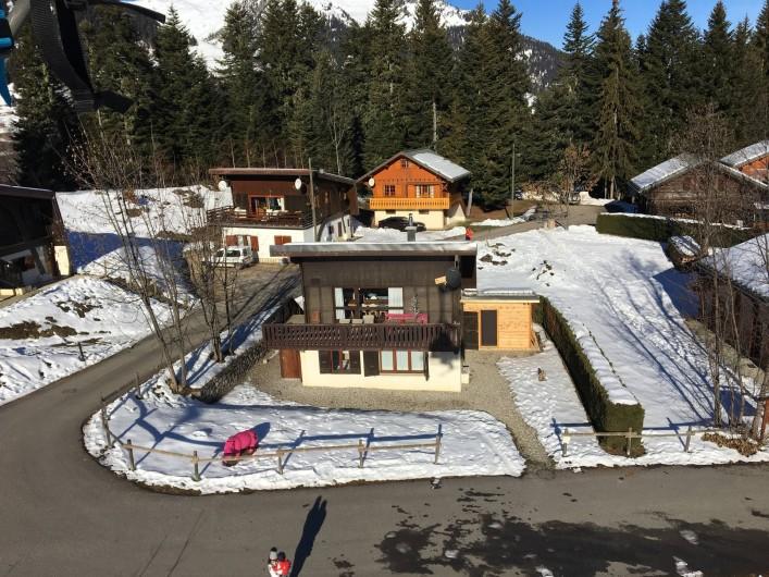 Location de vacances - Chalet à Les Avanchers-Valmorel - Accès à la piste de ski à 100 mètre du chalet, à l'orée du bois
