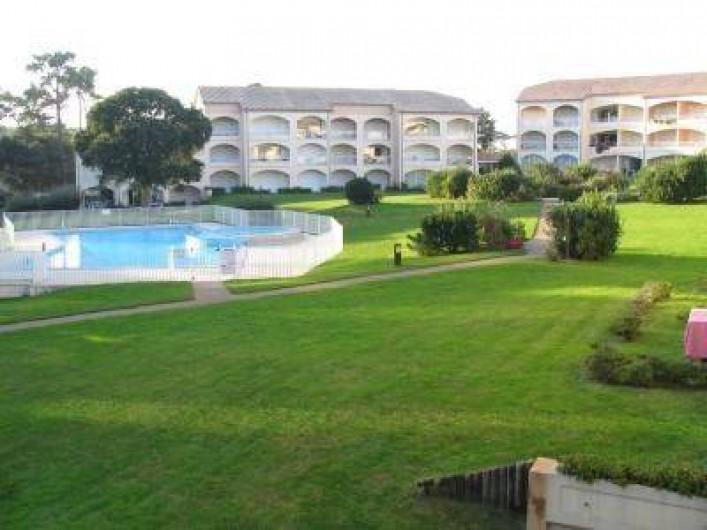 Location de vacances - Appartement à Moliets-et-Maa - Vue d'ensemble côté piscine
