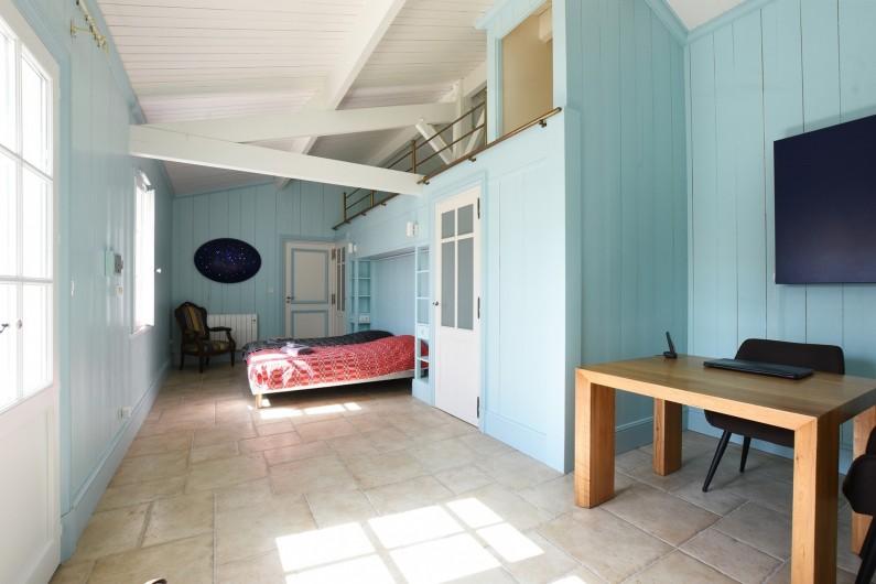Location de vacances - Villa à Sainte-Marie-de-Ré - Suite 5- 2 Lits simples, dressing, salle de bain (baignoire) et WC