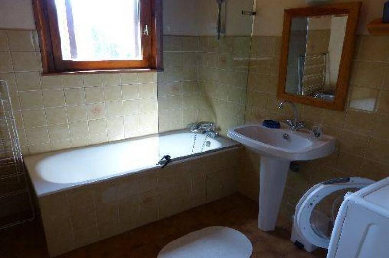 Location de vacances - Chalet à Briançon - salle de bains à l'étage