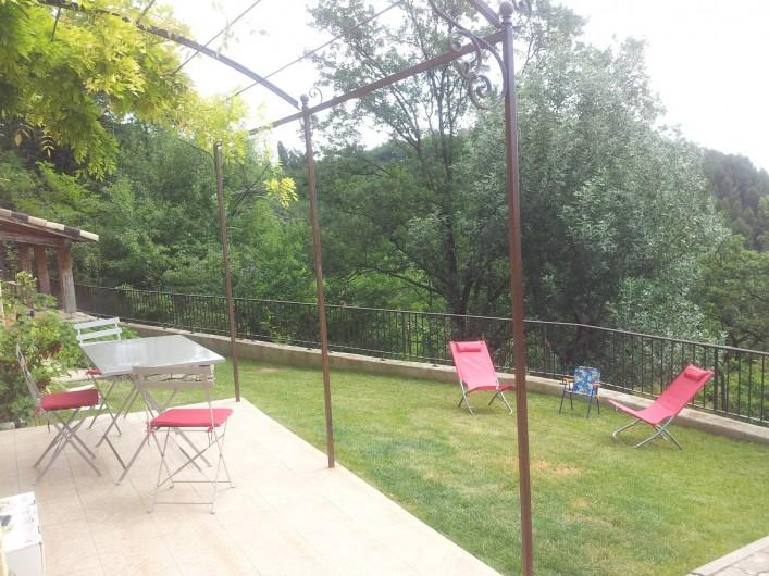 Location de vacances - Appartement à Le Teil - Terrasse et jardin de l'appartement