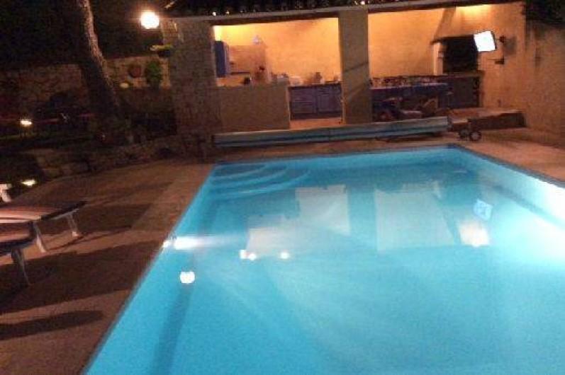 Location de vacances - Appartement à Le Teil - piscine en nocturne