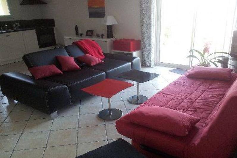 Location de vacances - Appartement à Le Teil - Salon avec clic-clac et canapé lit