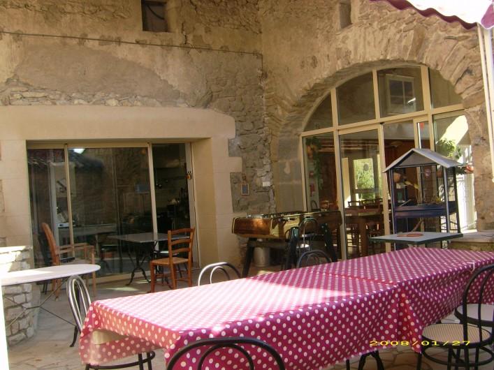Location de vacances - Chambre d'hôtes à Divajeu - la cour intérieure