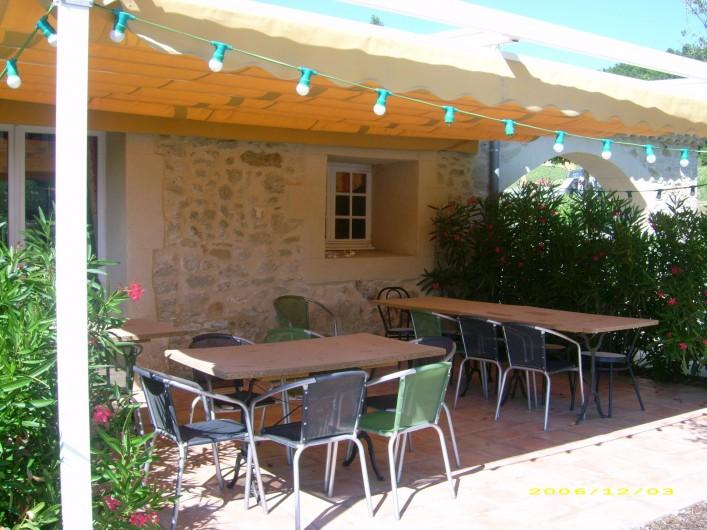 Location de vacances - Chambre d'hôtes à Divajeu - la terrasse
