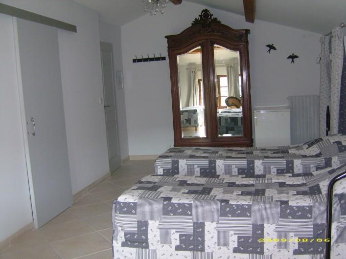 """Location de vacances - Chambre d'hôtes à Divajeu - Chambre """"les hirondelles """""""