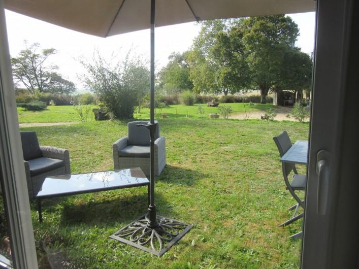 Location de vacances - Gîte à Fourcès - VUE DEPUIS LA CUISINE