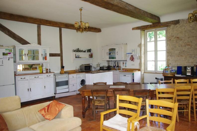 Location de vacances - Château - Manoir à Bussy-la-Pesle - Salon Cuisine Billebaude 2
