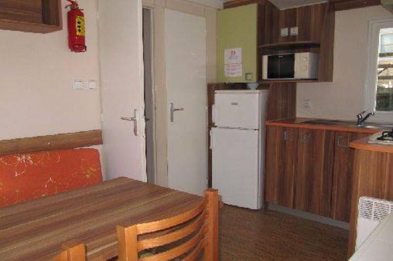 Location de vacances - Camping à Les Ollières-sur-Eyrieux - sejour cuisine