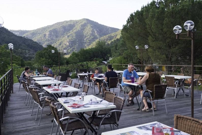 Location de vacances - Camping à Les Ollières-sur-Eyrieux - terrasse restaurant