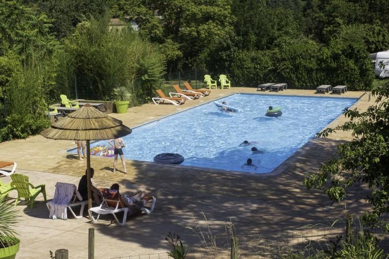 Location de vacances - Camping à Les Ollières-sur-Eyrieux - grand bassin