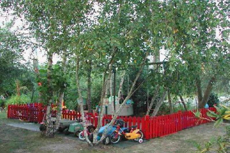 Location de vacances - Villa à Piriac-sur-Mer - Aire de jeux avec balançoires, bac à sable, nombreux jeux s/AR