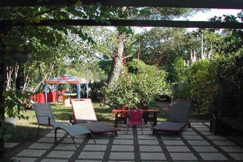 """Location de vacances - Villa à Piriac-sur-Mer - Grande terrasse devant l'entrée de """"La Suite d'AUTOMNE"""""""