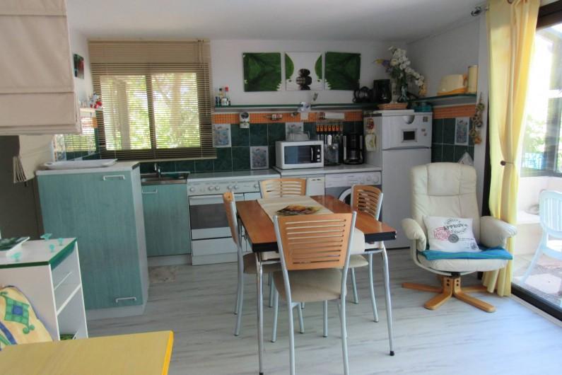 Location de vacances - Villa à Piriac-sur-Mer - Pièce de vie (cuisine-repas) au rez-de-jardin