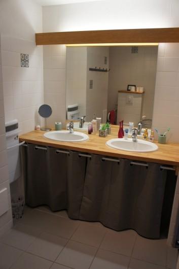 Location de vacances - Gîte à Noizay - SALLE DE DOUCHE REZ-DE-CHAUSSEE