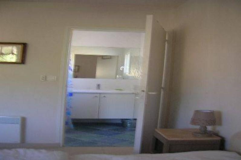 Location de vacances - Villa à Piriac-sur-Mer - salle d'eau douche italienne attenante à la chambre du Rde C