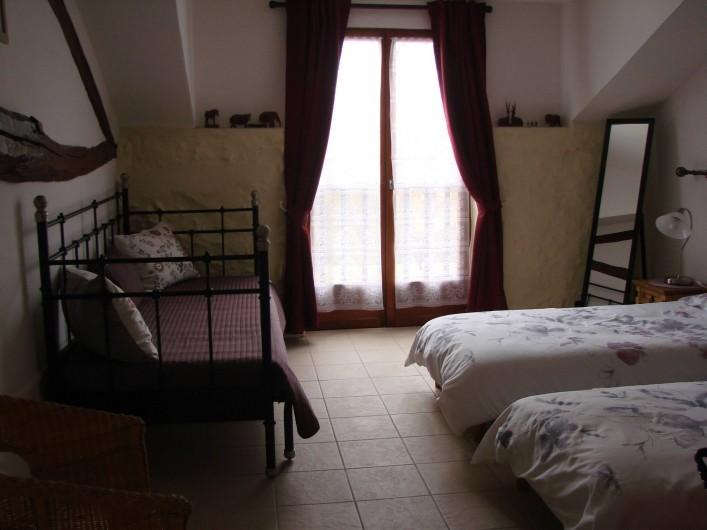 Location de vacances - Gîte à Justian - Chambre pour 3 personnes au 1er étage dans notre gîte Aramis (5 personnes).
