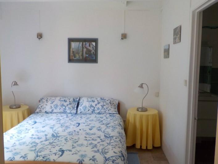 Location de vacances - Gîte à Justian - Chambre pour 2 personnes avec salle de bain attenante dans notre gîte de 2 /3 p