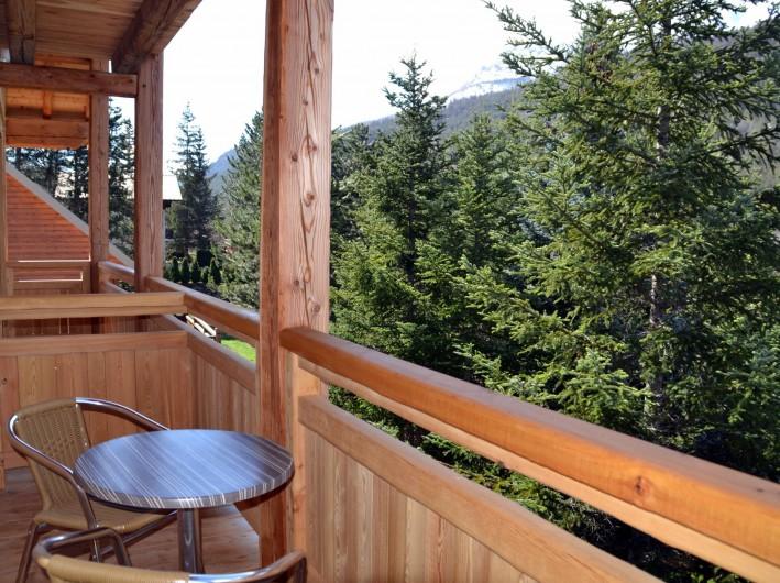 Location de vacances - Chambre d'hôtes à La Salle-les-Alpes - Balcons privés dans les chambres Ne 2 , 3 et 4