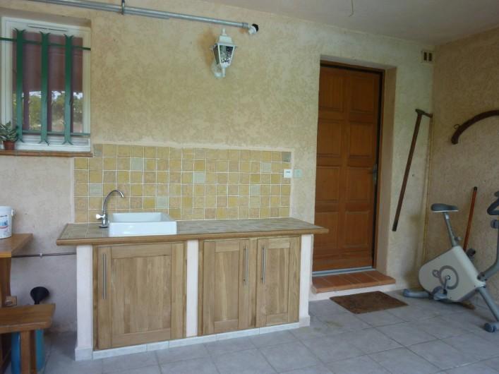 Location de vacances - Appartement à Sainte-Maxime - cuisine d'été