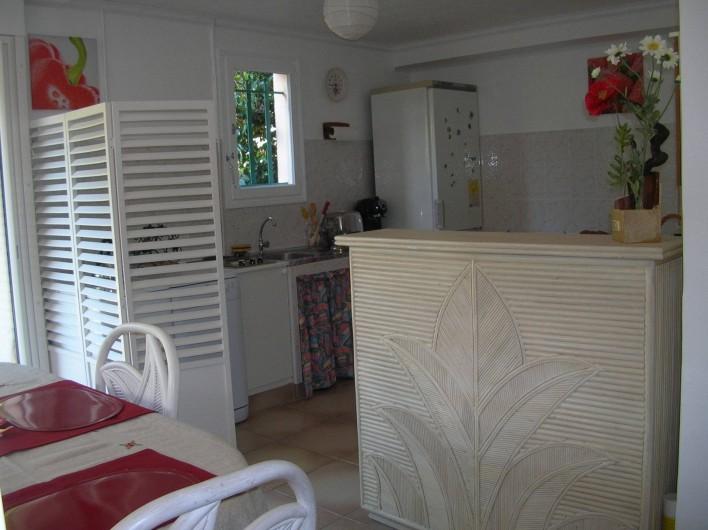 Location de vacances - Appartement à Sainte-Maxime - cuisine américaine