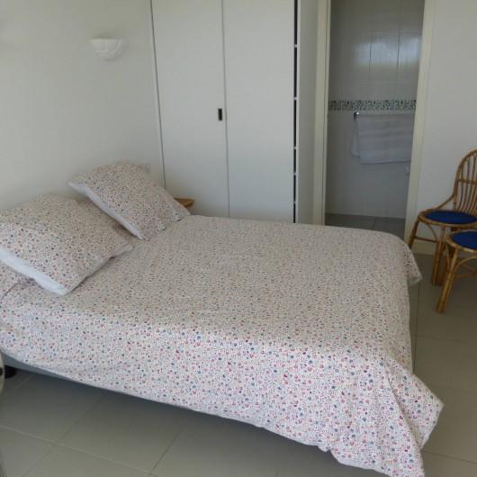 Location de vacances - Appartement à Soorts-Hossegor - appartement n°1: chambre  lit double, exposition  Ouest + salle de douche