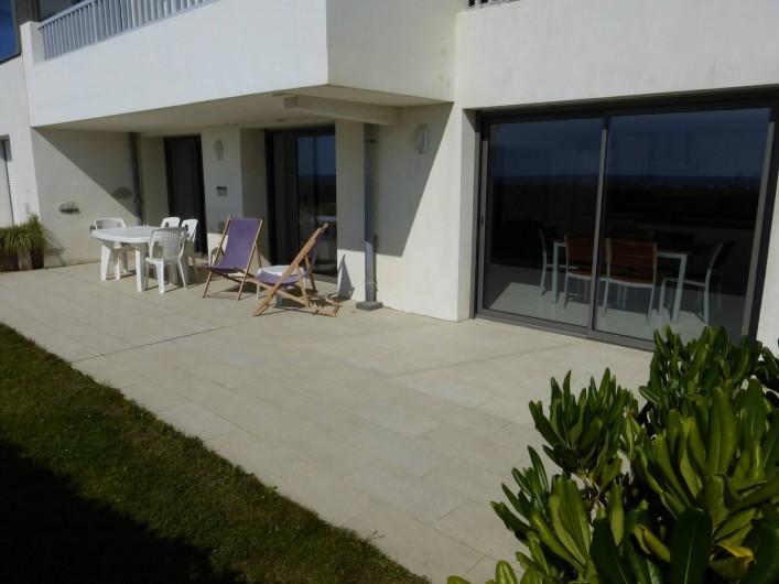 Location de vacances - Appartement à Soorts-Hossegor - appartement n°1: la terrasse Ouest avec les 3 grandes baies vitrées