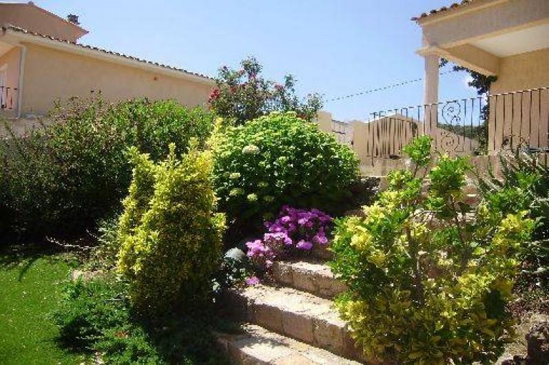 Location de vacances - Villa à Sainte-Lucie de Porto-Vecchio - jardin clôturé