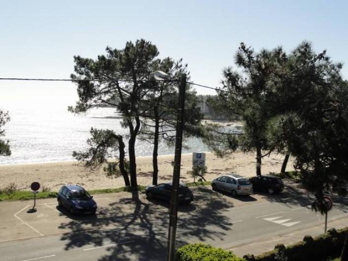 Location de vacances - Appartement à La Trinité-sur-Mer - Vue balcon plage Men Du
