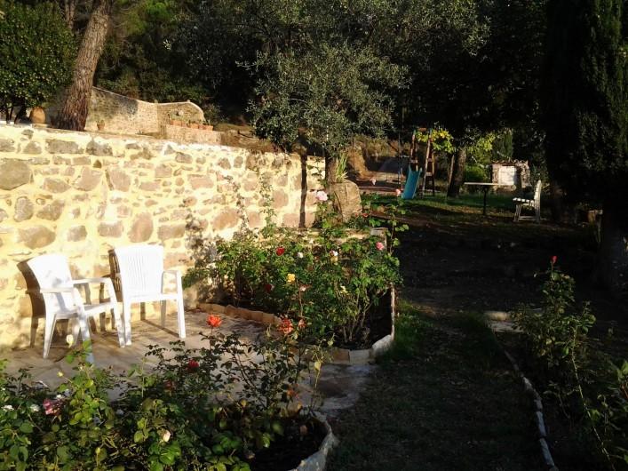 Location de vacances - Mas à Piégon - Petite Terrasse intime