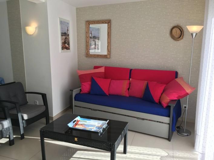 Location de vacances - Appartement à Sanary-sur-Mer - CAP SUD - Le canapé du salon