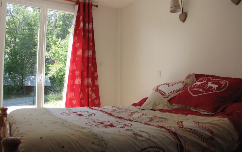 Location de vacances - Appartement à Savines-le-Lac - Chambre cœurs avec sa porte fenêtre